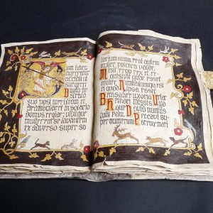 gvv, Luyt de Brauw  'Manuscript Dum Haec agerentur, Engel met speer'  keramiek