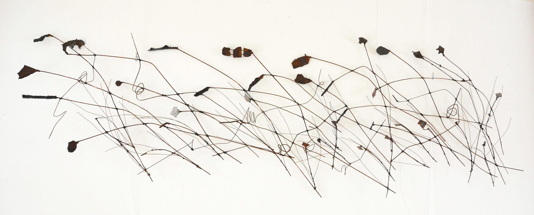 Hannah Blom  Wandobject zonder titel  metaal 250 x 80 x10 cm.